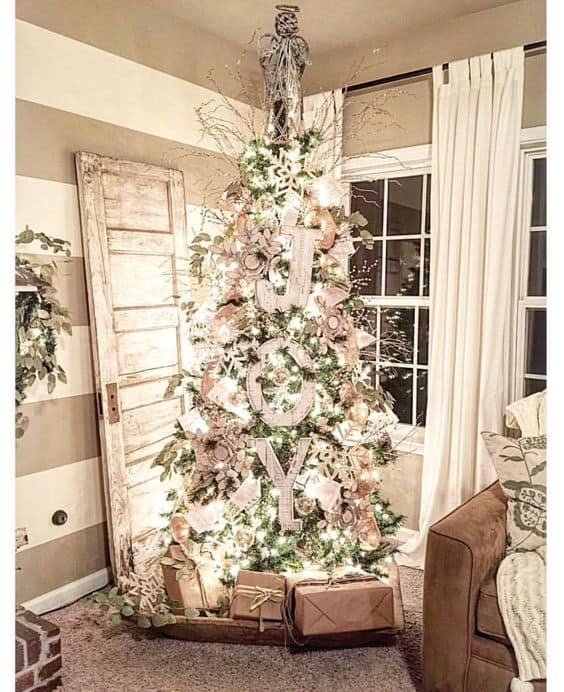 Get lots of cottage Christmas decorating ideas with this home tours that includes hits of punchy red plaid and lots of crisp black and white buffalo check.